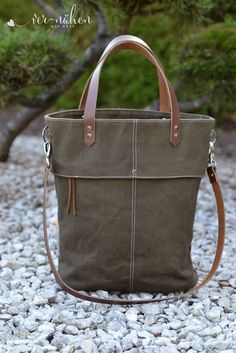 Makerist # - # - # Sewing Projects # - # 1 You are in the right place about small Travel Bag Here we offer you the most beautiful pictures about the makeup Travel Bag Diy Tote Bag, Pouch Bag, Bag Sewing, Bucket Bag, Bag Essentials, Upcycling Fashion, Bag Crochet, Backpack Travel Bag, Diy Handbag