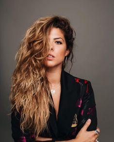 """Miriam Rodríguez on Instagram: """"No preguntes  No te atrevas """"qué se siente?"""" ... #ConmigoSuficiente"""" Bebe Rexha, Amy Winehouse, Thalia, Short Hair Styles, Hair Beauty, Dreadlocks, Celebs, People, Beautiful"""