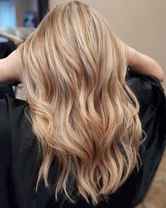 22 Best Strawberry Blonde Hair Color Ideas (Pictures for 2021) Copper Blonde Hair, Blonde Curly Hair, Blonde Hair Looks, Colored Curly Hair, Blonde Hair Red Roots, Blonde Hair Freckles, Ginger Blonde Hair, Auburn Blonde Hair, Red To Blonde
