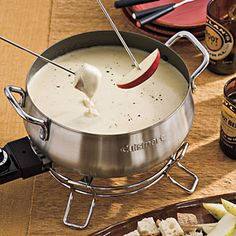 FONDUE: 1 cup heavy cream 1 cup chicken broth  1 tablespoon honey 2 cups (8 oz.) freshly shredded Jarlsberg cheese  1/2 cup (2 oz.) freshl...