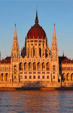 Начиная с понедельника очередь из художников в Мясарнок в Будапеште напоминает хвост змеи. Perfect Image, Barcelona Cathedral, Building, Travel, Viajes, Buildings, Destinations, Traveling, Trips