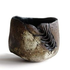 Yukiya Izumita (Japanese: 1966) - This Sekisoh (accumulated layers) tea bowl by Izumita Yukiya, displays his technique of creating layers by painting clay onto paper.