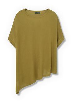 Легкая ткань, круглый вырез горловины, короткие рукава, асимметричная линия низа.