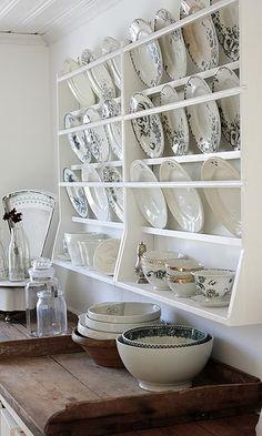 Ideas Vintage Kitchen Display Plate Racks For 2019 Plate Shelves, Plate Racks, Dish Racks, Plate Rack Wall, Plate Storage, China Storage, Plate Holder, Country Kitchen, New Kitchen