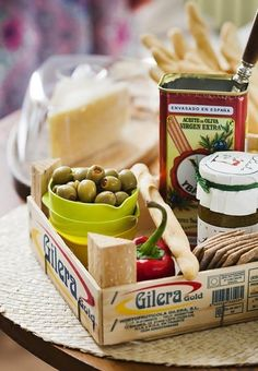 10 Ways to Reuse a Clementine Box Around the Kitchen Charleston Cheese Dips, Wooden Box Crafts, Tapas, Fruit Box, Fruit Crates, Reuse, Repurpose, Catering, Food Photography