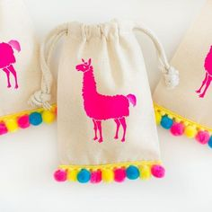 Get the party started with these llama birthday party favors! Fill them with can… Get the party started with these llama birthday party favors! Fill them with candy, small baked goods or tiny trinkets for the perfect party favor that… Continue Reading → Childrens Party Games, Tween Party Games, Sleepover Party, Party Activities, Baby Party, Pajama Party, Party Favor Bags, Birthday Party Favors, Birthday Parties