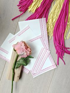 How to turn plain paper into beautiful stationery craft project :http://hapinesswherever.com/2017/04/how-to-turn-plain-paper-into-beautiful-stationery/