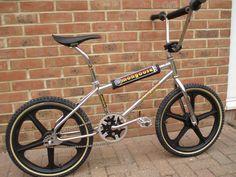 40 Picks Filled With Nostalgic Goodness. Bicycle Paint Job, Bicycle Painting, Bmx Bicycle, Bicycle Parts, Bicycle Helmet, Mongoose Bmx, Bike Gadgets, Vintage Bmx Bikes, Bmx Cruiser