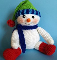 Crochet Snowman, Crochet Amigurumi, Amigurumi Patterns, Crochet Toys, Free Crochet, Crochet Patterns, Beaded Christmas Ornaments, Christmas Crafts, Crochet Unique