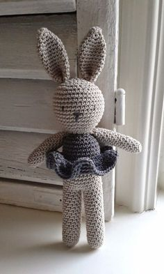 Amigurumi Bunny- Free Pattern (Amigurumi Free Patterns) - Crochet and Knitting P. Amigurumi Bunny- Free Pattern (Amigurumi Free Patterns) – Crochet and Knitting Patterns Crochet Diy, Crochet Amigurumi Free Patterns, Crochet For Kids, Crochet Crafts, Crochet Dolls, Crochet Projects, Knitting Patterns, Knitting Toys, Free Knitting