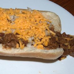 Make our A&W Chili Dog Restaurant Recipe at home tonight for your family. With our Secret Restaurant Recipe your Chili Dogs will taste just like A&W's. Hot Dog Recipes, Chili Recipes, Pork Recipes, Cooking Recipes, Family Recipes, Dog Restaurant, Restaurant Recipes, Chilli Hot Dog, Hot Dogs