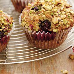 Muffins aux petits fruits et aux pistaches | Ricardo