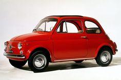 ФИАТ 500- еще один (после Ferrari) символ итальянского автомобильного дизайна. Это городской автомобиль, который выпускался итальянской компанией Fiat в период между 1957 и 1975 годами. Одна из самых популярных моделей Fiat 500 был Нуова 500 , который выпускался в период с 1957 по 1960. Эта модель имеет тканевую крышу.
