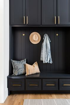 Light Gray Cabinets, Shaker Style Cabinets, Dark Cabinets, Cupboards, Mudroom Cabinets, Mudroom Laundry Room, Laundry Room Inspiration, Hygge, Home Projects