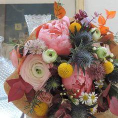 .:. Joli mariage  #flower #florist #natural #rose #chardon #sweet #flower #fleuriste #lefleuriste #lille #fleuristelille #igerslille #bouquet #fleurs #pivoine #renoncule #craspedia