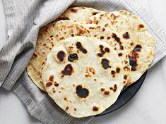 Tortillas de Harina (Flour Tortillas) How To Make Flour, How To Make Tortillas, Making Tortillas, Recipes With Flour Tortillas, Homemade Flour Tortillas, Mexican Food Recipes, Ethnic Recipes, Mexican Dishes, Mexican Cooking
