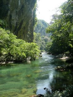 The Rio Claro in Colombia is a cristal clear river. Colombia Country, Colombia South America, Colombian Cities, Colombia Travel, Sunset Landscape, Beautiful Beaches, Beautiful Landscapes, Places To See, Nature