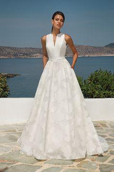 cf07b590c 21 Best Vestidos de novia con escote alto images