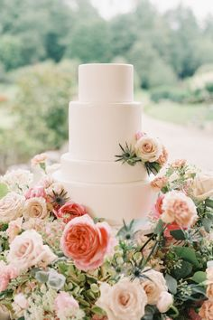 "From the editorial ""This North Carolina Wedding Gives New Meaning To Pretty In Pink."" For a closer look at all the fun (and pretty cake!), check out the full gallery on SMP, beautifully captured by @heathergracebeerman! 💕 #stylmepretty #weddingcake #flowercake #floralcake #cakeinspo Donut Bar Wedding, Dessert Bar Wedding, Wedding Cake Rustic, Elegant Wedding Cakes, Wedding Desserts, Wedding Cupcakes, Wedding Cake Toppers, Table Flower Arrangements, Wedding Flower Inspiration"