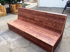 project for outdoor sofa. This chic recycling example of DIY pallet beefy armless outdoor sofa will make you day and will be amazing addition to your patio. Pallet Lounge, Diy Pallet Sofa, Diy Couch, Diy Pallet Projects, Pallet Furniture, Pallet Ideas, Furniture Ideas, Pallet Cushions, Pallet Seating