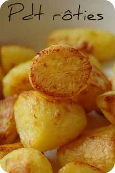roasted potatoes in oven . roasted potatoes and carrots . roasted potatoes in air fryer . roasted potatoes and asparagus Healthy Dinner Recipes, Vegetarian Recipes, Snack Recipes, Cooking Recipes, Snacks, Roasted Potatoes Russet, Potatoes In Oven, Carrots Oven, Baked Potatoes