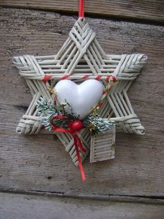 stella e cuore di gesso Christmas Makes, Noel Christmas, Christmas Wreaths, Christmas Crafts, Christmas Decorations, Handmade Ornaments, Xmas Ornaments, Diy Craft Projects, Diy And Crafts