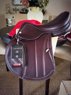 hoofprints-on-the-heart: heels-down: It came Equipe saddle omg English Horse Tack, English Saddle, Equestrian Outfits, Equestrian Style, Jumping Saddle, Riding Outfits, Tack Shop, Horse Fashion, Friend Outfits