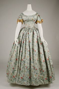 """The Metropolitan Museum of Art. """"Costume in the Age of Ingres,"""" September Metropolitan Museum of Art. 1850s Fashion, Victorian Fashion, Vintage Fashion, Old Dresses, Pretty Dresses, Vintage Gowns, Vintage Outfits, Vintage Clothing, Vintage Hats"""