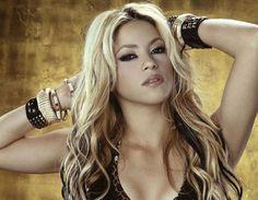 Shakira chega quinta-feira ao Rio, com o filho, para ver jogos do marido - http://colunas.revistaepoca.globo.com/brunoastuto/2013/06/18/shakira-desembarca-no-rio-de-janeiro-quinta-feira/