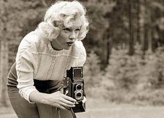 Rare photos of Marilyn Monroe with a Rolleiflex