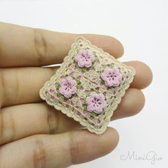 Miniature crochet pillow beige with pink roses, Dollhouse miniature cushion, 1:12 Dollhouse miniature, model #82