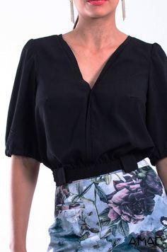 Crop-Top holgado con elástico y presillas en la cintura Mangas amplias. escote V