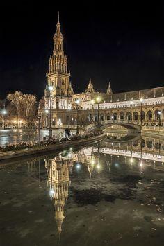 Night in Sevilla, Spain (by Rafa García )