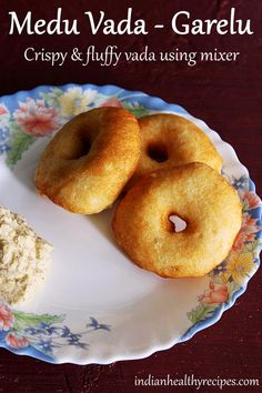 medu vada recipe or garelu or urad dal vada are popular south indian breakfast and snack food. Learn to make best medu vada with step by step photos Indian Beef Recipes, Goan Recipes, Curry Recipes, Ethnic Recipes, Diwali Snacks, Diwali Food, Indian Appetizers, Indian Snacks, Indian Sweets