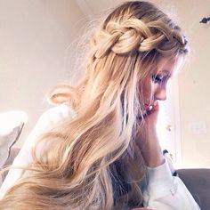 Thick side braid with wavy hair Messy Hairstyles, Pretty Hairstyles, Fashion Hairstyles, Style Hairstyle, Updo Hairstyle, Unique Hairstyles, Prom Hairstyles, Summer Hairstyles, Hair Inspo