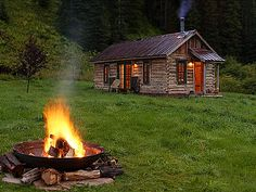 dunton hot springs cabin resort well house Luxury Resort Uses Cabins for Guests to Stay Secluded Cabin Rentals, Luxury Cabin, Little Cabin, Log Cabin Homes, Log Cabins, Mountain Cabins, Rustic Cabins, Mountain Resort, Cabins And Cottages