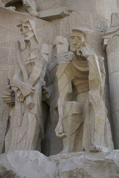 The scene of Pilate judging Jesus, among the series of scenes on the Passion Facade of La Sagrada Familia in Barcelona. Art Nouveau Architecture, Amazing Architecture, Sculpture Art, Sculptures, Antonio Gaudi, City Aesthetic, Barcelona Travel, Barcelona Cathedral, Facade
