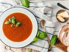 Täydellisen tomaattikeiton valmistus askel askeleelta ja itse resepti. Näillä ohjeilla saat taatusti yhtä elämäsi parasta tomaatikeittoa. Sweet And Salty, Something Sweet, Thai Red Curry, Soup Recipes, Food And Drink, Health Fitness, Vegan, Dinner, Fruit