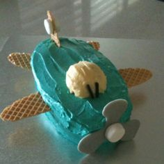 Airplane Cake...so freakin cute!