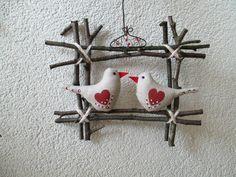 OKÝNKO 1 20 X 18 cm Ptáčci z bavlny. Očka z korálků. Easter Crafts, Spring Time, Butterflies, Felt, Birds, Craft Ideas, Wreaths, Animal, Christmas Ornaments