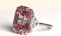 Graff Pink Diamond Record: The Most Expensive Gem Ever Sold At Auction Some of the most valuable gems in the world are colored diamonds that have been graded (D) and flawless. One such diamond was discovered in the when American jeweler Harry Wins Most Expensive Jewelry, Antique Jewelry, Vintage Jewelry, Ring Verlobung, Schmuck Design, Beautiful Rings, Diamond Cuts, Rough Diamond, Fine Jewelry