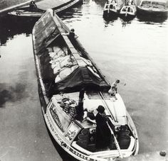 """Caption """"Black and white photograph taken by Cyril Arapoff, shows the stern of the Bushells built, T. Toovey owned decorated wide boat on the Grand Union Canal at Brentford in the Love Canal, Canal Boat, Birmingham Canal, Steam Boats, Brentford, Old Boats, Boat Stuff, Narrowboat, Old London"""