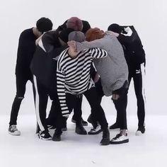 Blood, Sweat, and Tears Dance Practice//피, 땀, 눈물 Bts Taehyung, Bts Bangtan Boy, Bts Jimin, Jikook, Foto Bts, Dance Music, K Pop, Jung Hoseok, Bts Dancing