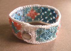 Crochet Granny Square Bracelet with Snap - Tutorial