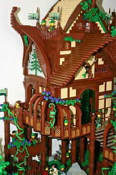 I think that most of us probably wanted to live in a tree house at some point when we were growing up. I know when I was a kid I wanted to live in a giant redwood like an Ewok so badly that I could barely stand it.