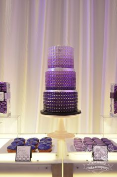 27 Wedding Cake Inspiration with Serious WOW Factor. Cake: Artisan Cake Company
