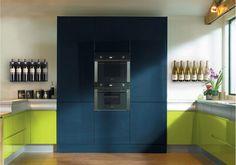 Porta Garrafas TEEwine  Simples e discreto, criado para expor os vinhos que sairam da adega para um exclusivo almoço ou um jantar