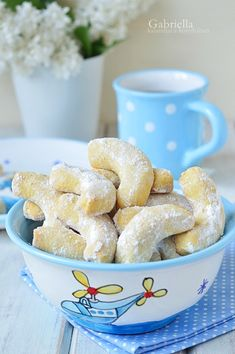 Pudingos kifli Bakery Recipes, Dessert Recipes, Hungarian Desserts, Small Cake, Creative Cakes, Party Snacks, Cake Cookies, Food And Drink, Yummy Food