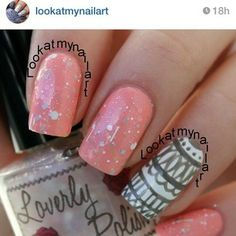 Lace accent nail.
