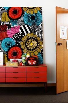 stretched marimekko Did this yrs ago when decorating my son's room! Used a Marimekko Noah's ark print in primary colors . Marimekko Fabric, Wall Murals, Wall Art, The Design Files, Blog Design, Painting Inspiration, Tattoo Inspiration, Painted Furniture, Furniture Design